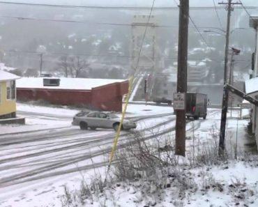 Como Virar à Esquerda Numa Estrada Cheia De Neve 4