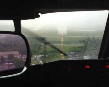 A Dificuldade De Aterrar Um Avião Durante Uma Chuva Torrencial 9