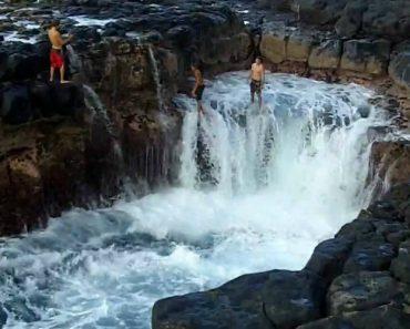 Arriscam a Vida Só Para Sentir a Adrenalina De Ficarem Presos Na Maré 5