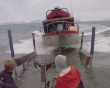 No Alasca é Assim Que Se Atracam Os Barcos Quando Não Existe Doca 8