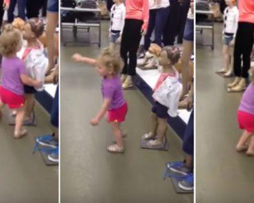 Menina Tenta Convencer Manequins De Loja a Dançarem Com Ela 1