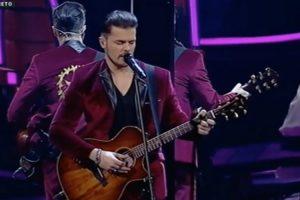 """Mickael Carreira Falha Redondamente Ao Cantar """"Felices Los 4"""" Na Final Do The Voice 10"""