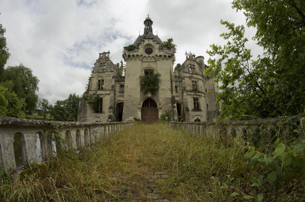 Castelo Abandonado é Comprado Por 6500 Internautas 1