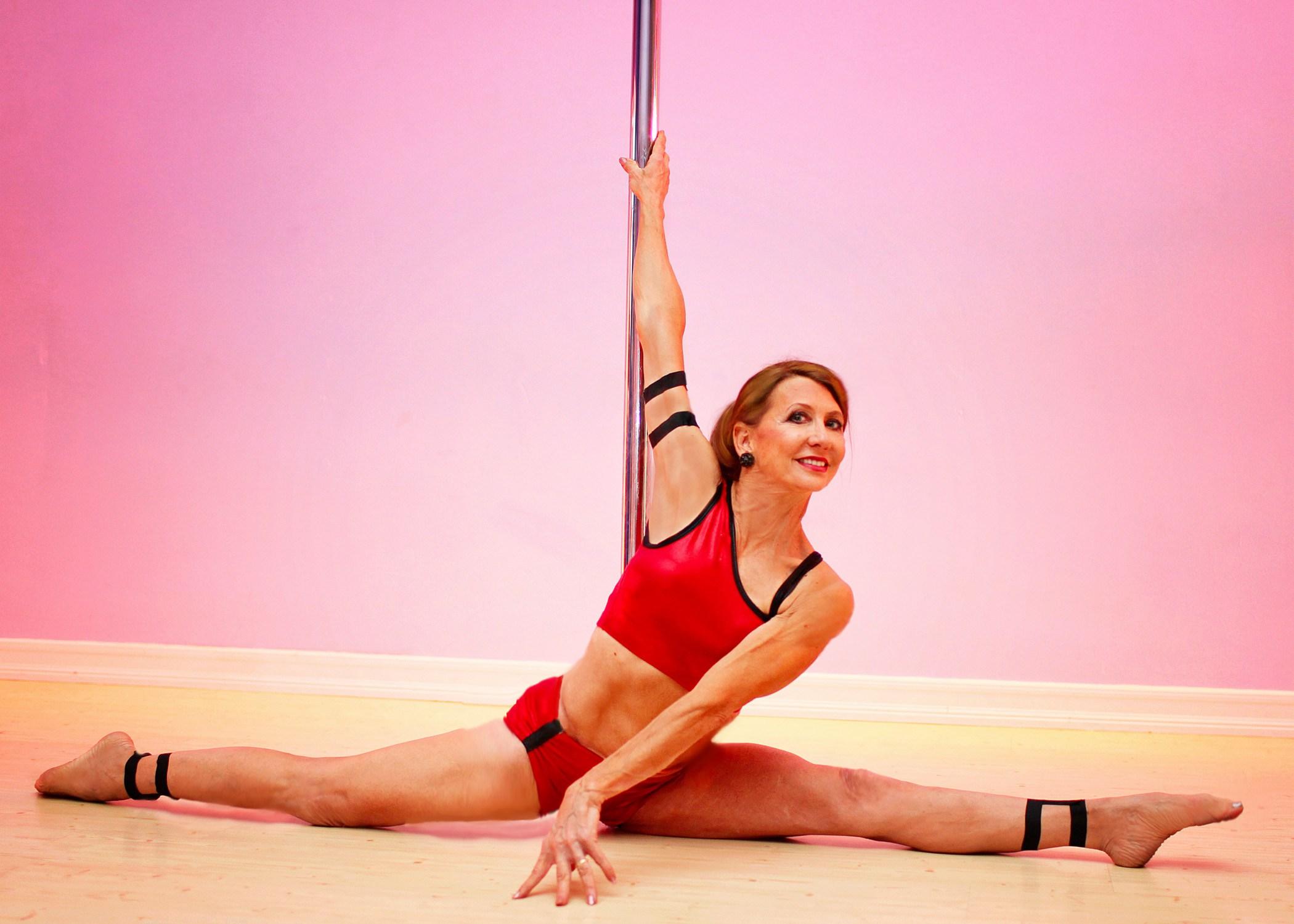 Começou Pole Dance Aos 59 Anos, Agora Aos 67 é 5 Vezes Campeã Do Mundo 4