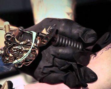 Talentoso Tatuador Sem Braços Faz Verdadeiras Obras De Arte Usando Os Pés 11
