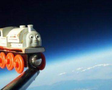 Pai Envia o Brinquedo Favorito Do Filho Para o Espaço 2
