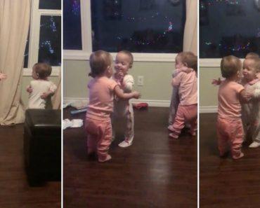 Bebés Quadrigémeas Adoram Abraçar-se Entre Elas 6