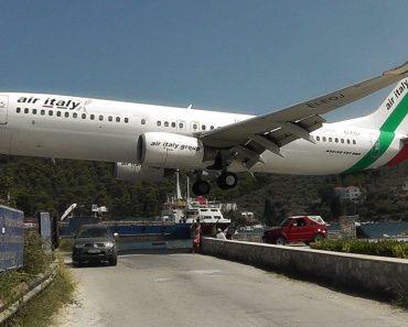 As Aterragens No Aeroporto De Skiathos, Na Grécia São De Ficar De Boca Aberta 8