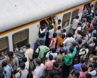 Ir Para o Trabalho Em Hora De Ponta No Mumbai é Um Verdadeiro Pesadelo 5