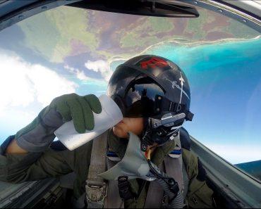 Como é Beber Um Copo Com Água Aos Comandos De Um Avião Caça 4