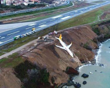 Avião Derrapa Em Pista Com Gelo e Quase Cai Ao Mar 5