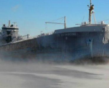 Imagens Impressionantes Captadas Durante a Passagem De Um Navio Sob Temperaturas Extremas 4