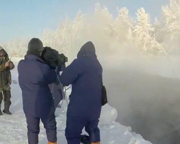 Jovem Arrisca Tomar Banho Em Lago Gelado Com Temperaturas De -60ºC 7