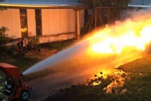 Bombeiro Protagoniza Duelo Entre Água e Fogo 10