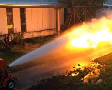 Bombeiro Protagoniza Duelo Entre Água e Fogo 3