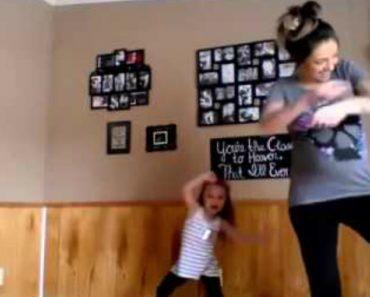 Grávida De 8 Meses Faz Dupla Com Filha Mais Velha Em Dança Maravilhosa 1