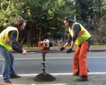 Máquina Ganha Vida Própria Enquanto 2 Trabalhadores Tentam Fazer Buraco No Asfalto 8