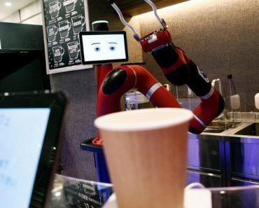 Este Café Só Tem Um Empregado Que é Um Robô 5