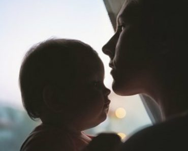 Mãe Movida Pelo Desespero Doa Filhas Na Net Por Não Ter Comida Para Lhes Dar 6