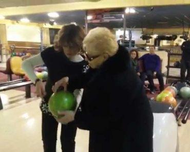 Avózinha De 84 anos Jogou Bowling Pela primeira Vez... e Fez Isto!! 12
