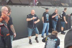 Segurança Deixa-se Contagiar Pela Música De AC/DC e Arrasa Em Festival 10