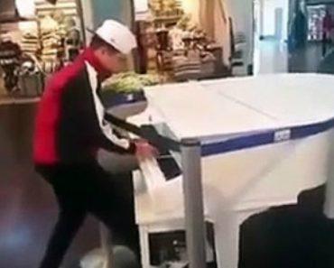 Jovem Surpreende Tudo e Todos Ao Tocar Piano De Maneira Soberba Num Shopping 9