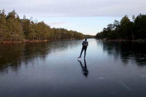 Lago Congelado Ecoa Sons De Outro Mundo Ao Ser Patinado 10