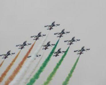 Aviões Acrobáticos Italianos Surpreendem Com Incríveis e Coloridas Acrobacias 4