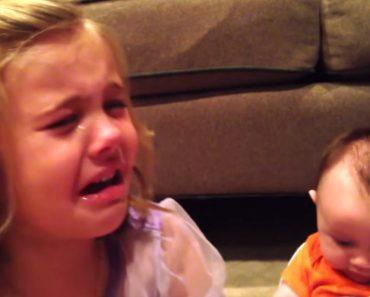 Menina De 5 Anos Chora Perdidamente Porque Não Quer Que o Irmão Mais Novo Cresça 1