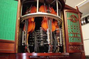 """Antiga """"Caixa De Música"""" Gigante Toca Complexas Melodias Através De Instrumentos Reais 10"""