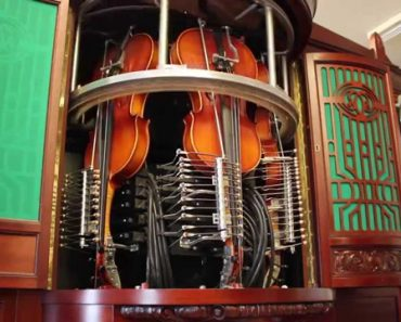 """Antiga """"Caixa De Música"""" Gigante Toca Complexas Melodias Através De Instrumentos Reais 5"""