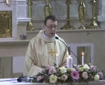Padre Surpreende Noivos Durante Cerimónia Com Momento Épico Em Pleno Altar 5