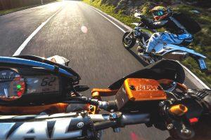 Motociclistas Divertem-se a Fazer Corrida Sem Usar o Motor Das Motos 10