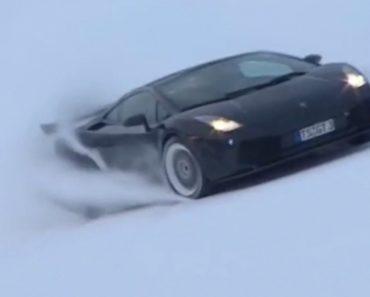 Lamborghini Gallardo a Grande Velocidade Numa Pista De Esqui 3