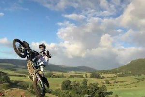 Um Salto De Motocross De Cortar A Respiração 10
