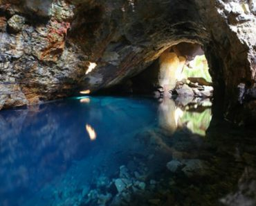 Queiriga: Uma Gruta Secreta Em Portugal Com Uma Lagoa Incrivelmente Azul 6