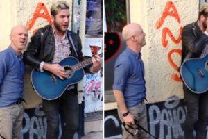 Artista De Rua Tocava Clássico Quando é Surpreendido Por Autor da Música 10