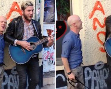 Artista De Rua Tocava Clássico Quando é Surpreendido Por Autor da Música 4