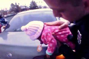 Agentes Da Polícia Salvam Bebé De Dois Meses Que Estava a Sufocar 10