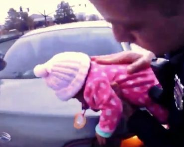 Agentes Da Polícia Salvam Bebé De Dois Meses Que Estava a Sufocar 6