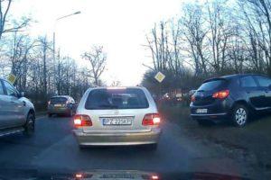 Condutores Com Mania Que São Espertos Têm Desagradável Surpresa Ao Fazerem Desvio Para Evitar Fila De Trânsito 9