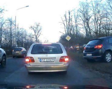 Condutores Com Mania Que São Espertos Têm Desagradável Surpresa Ao Fazerem Desvio Para Evitar Fila De Trânsito 3