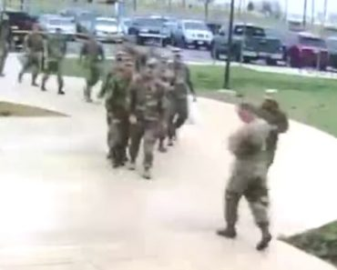 Ganso Mostra a Grupo De Militares Quem é Que Realmente Manda No Quartel 5
