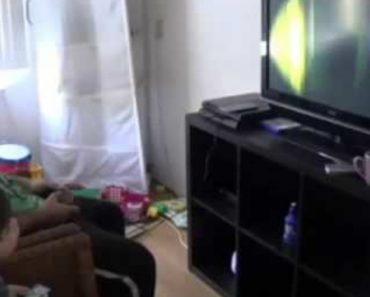 Pai e Filho Reagem De Forma Completamente Diferente a Jogo Assustador 7