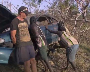 Com Lixo e Um Machado, Estes Homens Conseguiram Arranjar Um Carro Completamente Destruído 7