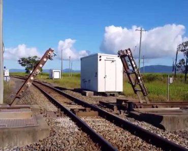 Esta Linha Férrea Cruzada Opera Como Ponte Retrátil Para Não Ser Necessário Reduzir a Velocidade 4
