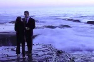 Pedido De Casamento Interrompido Por Onda Gigante 10
