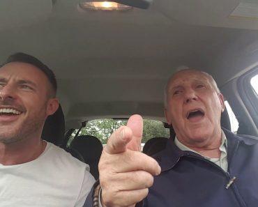 Pai Com Alzheimer Recua No Tempo Ao Fazer Emocionante Dueto Com o Seu Filho 6