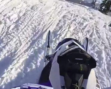 Moto De Neve Rebelde Não Se Deixa Dominar Por Condutor 7