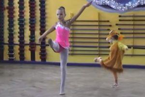 Menina Vestida De Raposa Rouba Atenções Durante Espetáculo De Dança 7